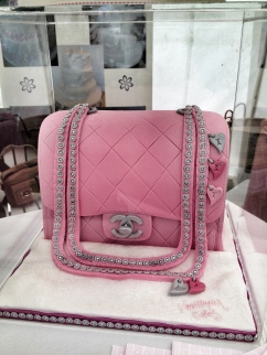 The amazing Chanel Bag Cake by Vanillapink Cakes